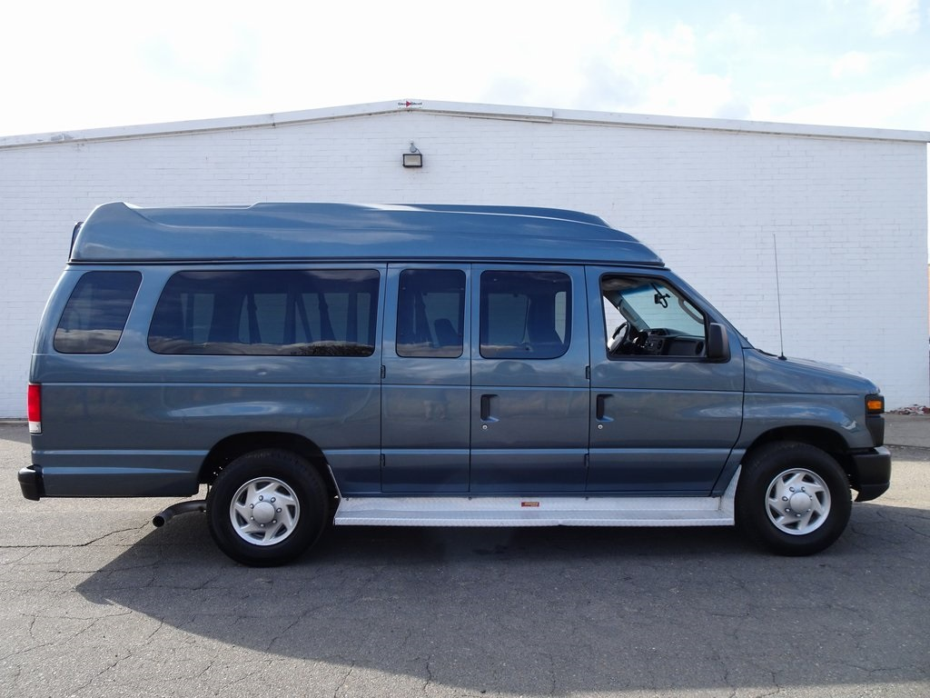 Pre-Owned 2012 Ford E-350SD XL